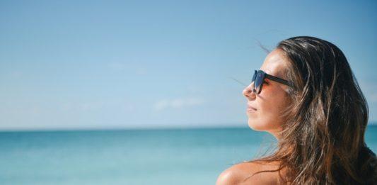 beach-brunette-girl