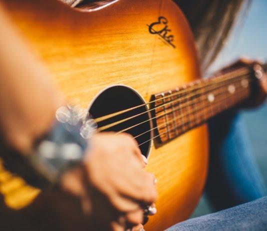 music-guitar-cma-fest