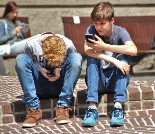 kids-cellphones